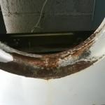 Vista del frente del gabinete, óxido provocado por residuos de jabón en polvo.